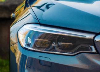Jak wymienić żarówki w samochodzie? Samodzielna wymiana krok po kroku